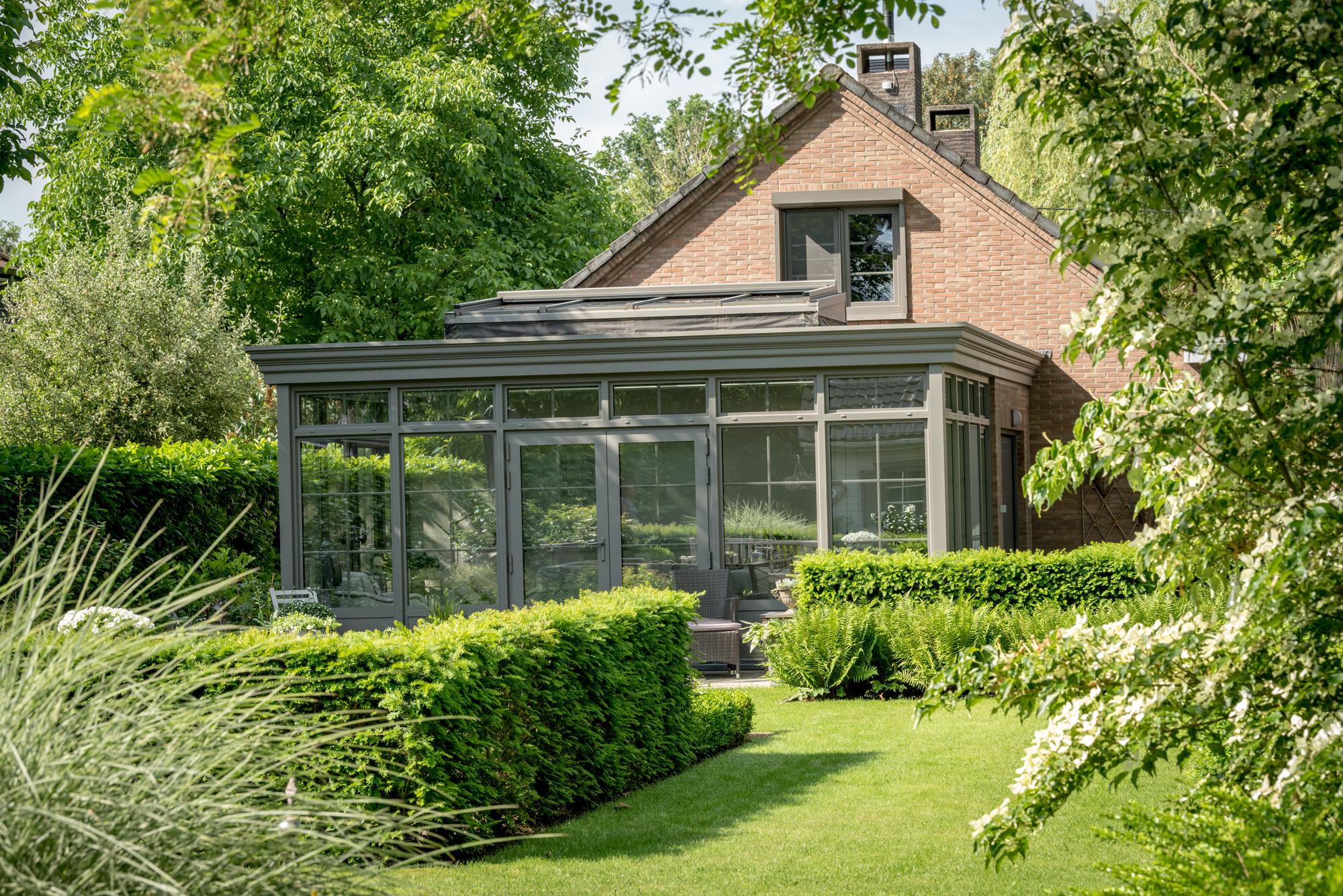Knusse, klassieke veranda