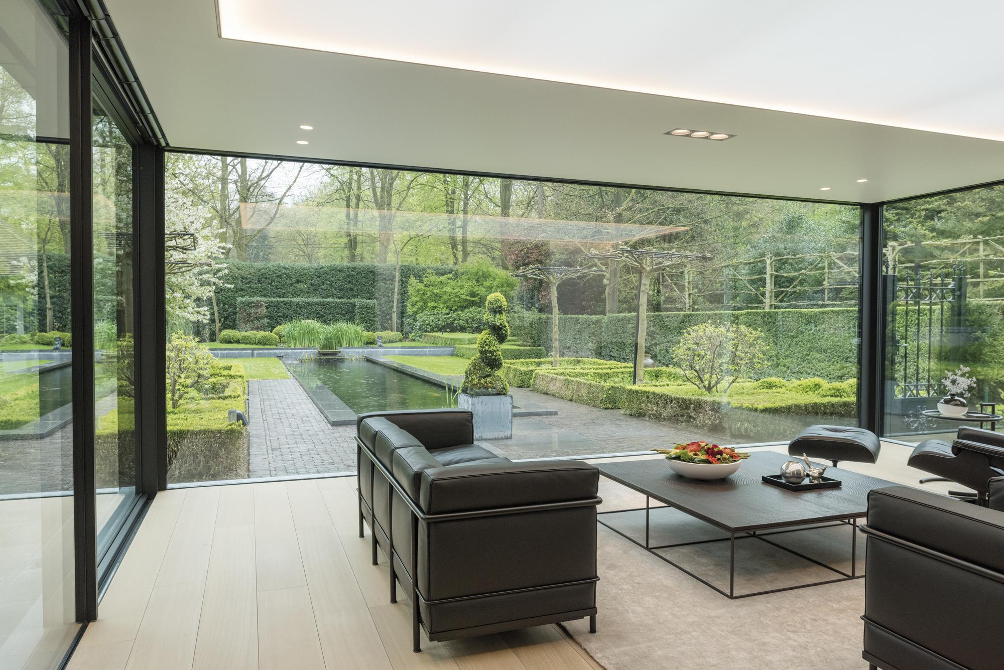 weggewerkte profielen in moderne serre bruynseels vochten. Black Bedroom Furniture Sets. Home Design Ideas
