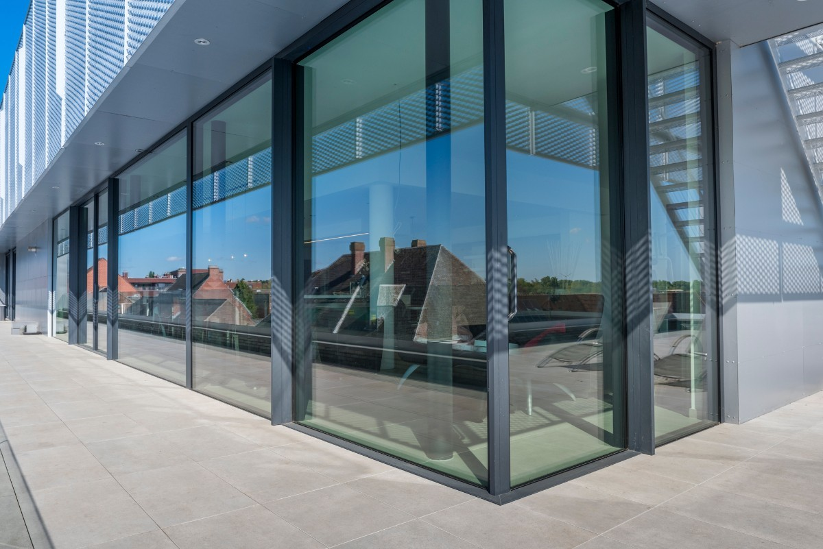 Automatische Glazen Deuren.Haal Buiten Binnen Met De Hi Finity Schuiframen Bruynseels Vochten